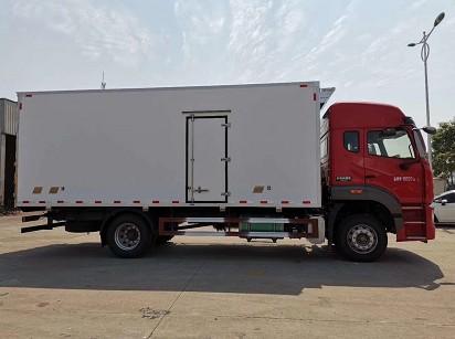 重汽豪瀚6米8冷藏车图片