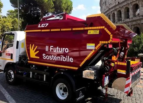 盈峰中联压缩式垃圾车在罗马古城斗兽场