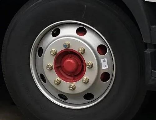 3950轴距前轮螺丝就是8个