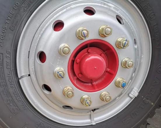 4500轴距D9的前轮螺丝数是10个